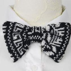Knitted bow tie in snowflake pattern
